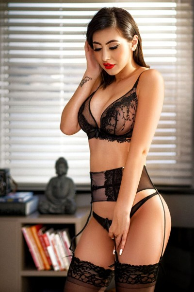 Izzy 34D Elite Bayswater Escort in London