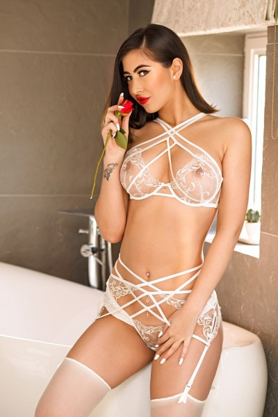 Izzy 34D Busty Bayswater Escort in London