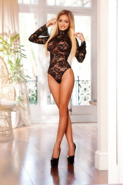 Robin 34C Busty Blonde Marylebone Escort in London