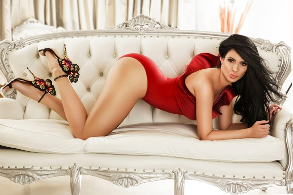Clarissa Stunning 34DD Brunette and Eastern European Model and Gloucester road Escort in London