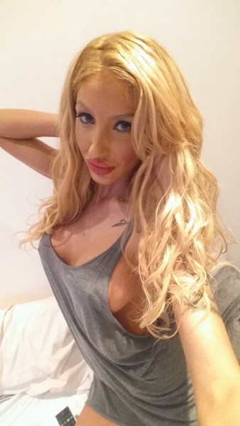 Draya Super Sexy Blonde Busty Gloucester Road Escort in London