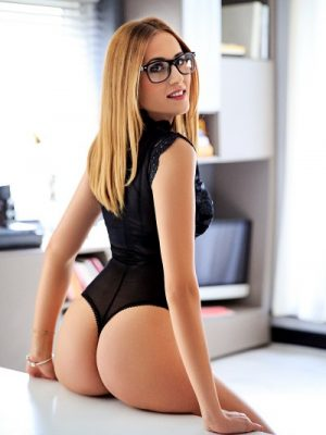 Suzy 34B Slim Paddington Escort in London