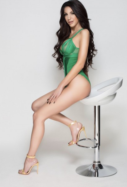 Jenisson Earls Court Slim and Busty Escort in London