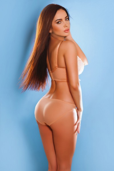Summer Gorgeous slim and Slender Busty Knightsbridge Escort in London