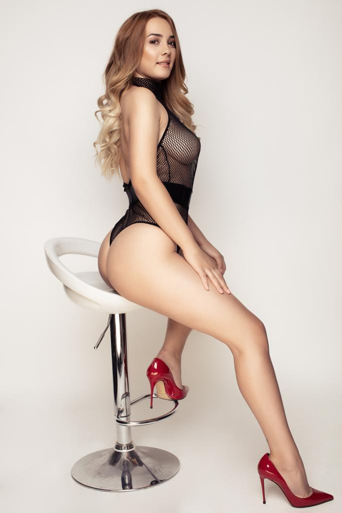 Bayswater Escort Leah 20yrs, Slim and Busty Blonde